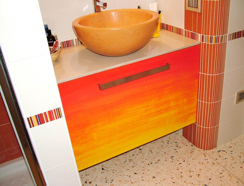Bagni Colorati Foto: Foto e idee per bagni bagno. Composizioni per bagno sospese e ...